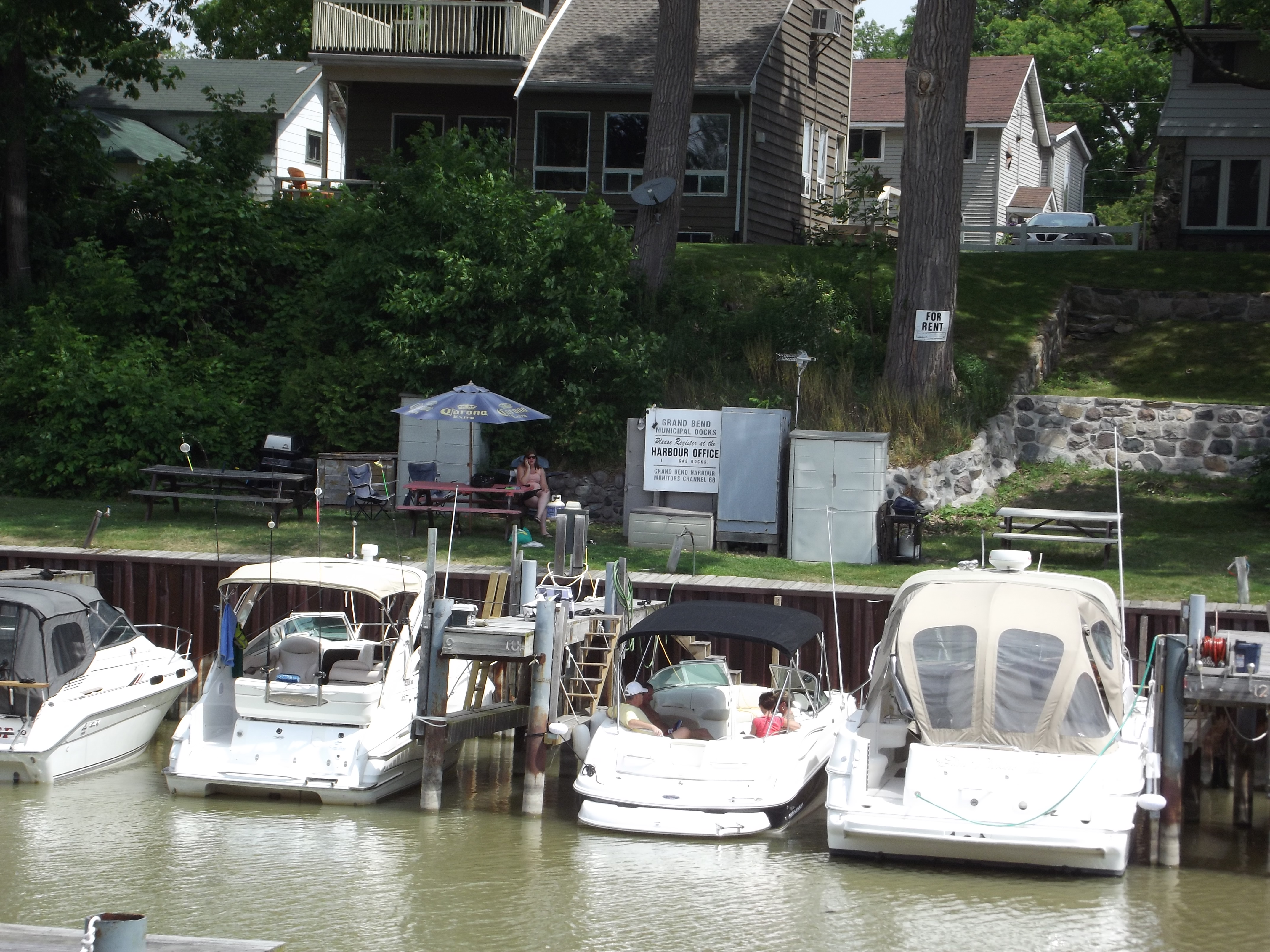 Etiquette fosters peaceful co-existence among boaters