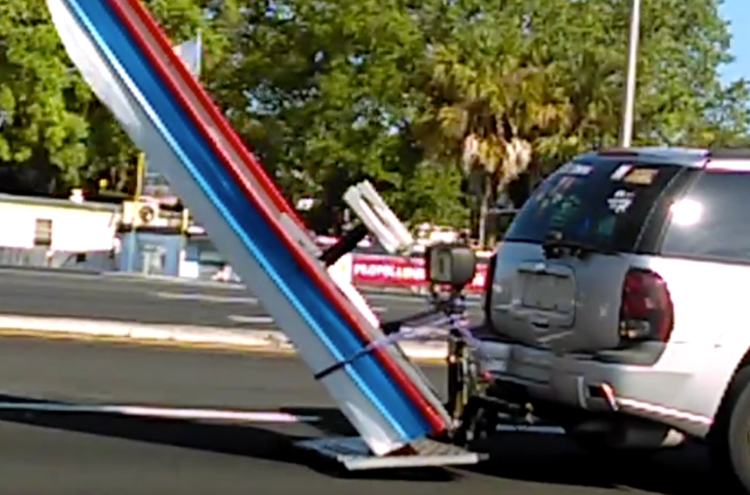 VIDEO: Unusual Trailering Method   Boats and Places Magazine A Dangerous Method Boat